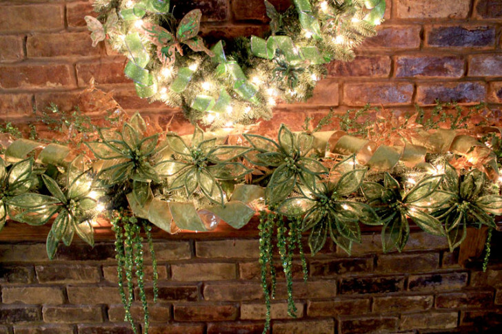 Furniture , 12 Christmas Mantel Decorating Ideas Pictures : Green Mantel Decor