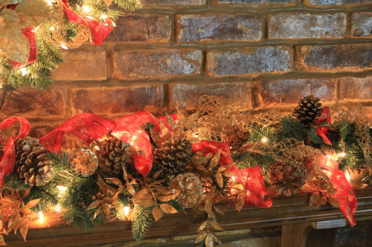 Furniture , 12 Christmas Mantel Decorating Ideas Pictures : Red Gold Mantel Decor