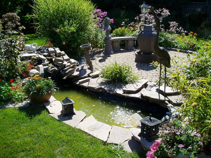 Apartment , 11 Cool Landscaping Ideas For Small Backyards : landscaping ideas for small backyards pictures