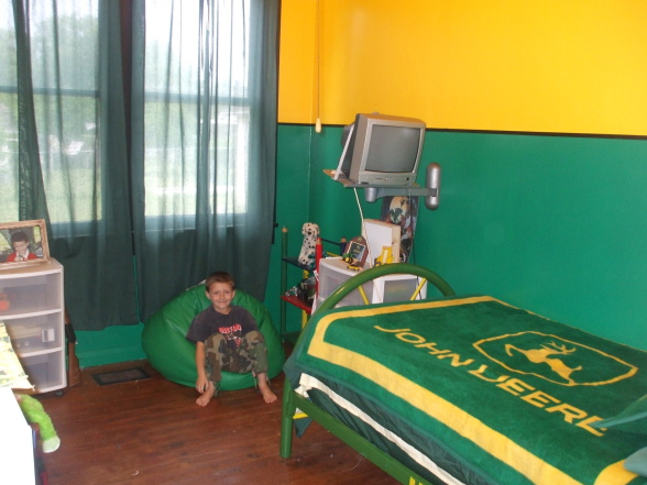 Bedroom , 8 Nice John Deere Bedroom Ideas : Harleys John Deere Room