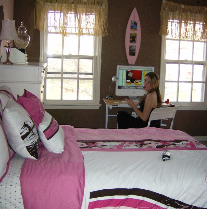 Surfer girl 6 good surfer bedroom ideas for Surfers bedroom design