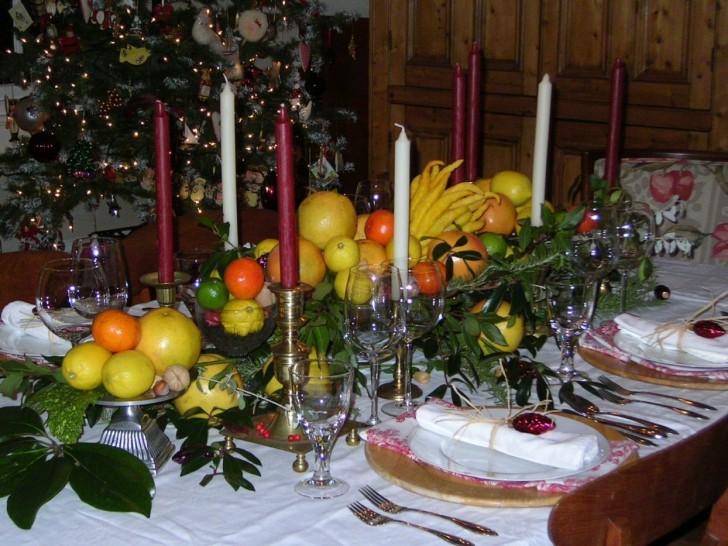 Apartment , 7 Good Christmas Dining Table Centerpiece : creative christmas