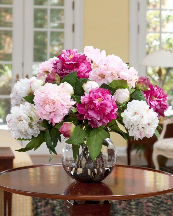 Apartment , 8 Excellent Silk Flower Arrangements For Dining Room Table : flower arrangements for dining room table