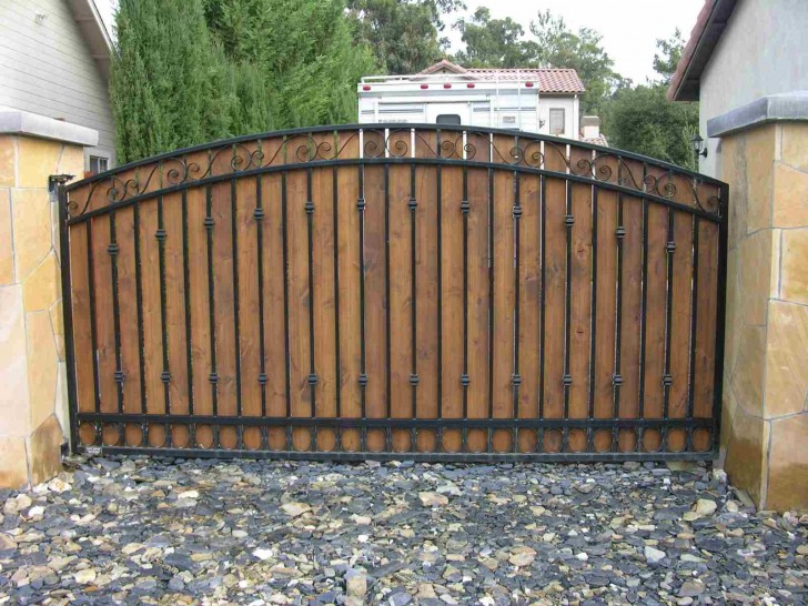 Others , 6 Best Wooden Driveway Gates :  picket fence