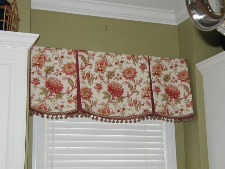 Furniture , 7 Charming Valences : Draperies with valances
