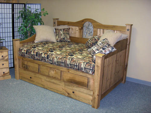 Bedroom , 7 Unique Rustic Daybed : Rustic Daybed