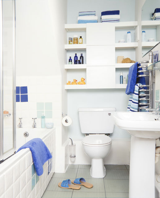 Bathroom , 10 Amazing Bathroom Makeovers For Small Bathrooms : Small bathroom makeover