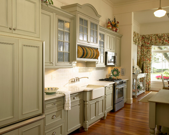 Vintage style kitchen 9 fabulous vintage style kitchen for Antique look kitchen cabinets