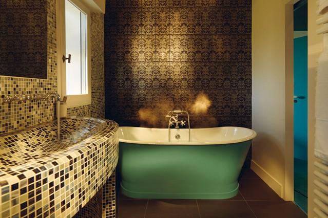 Bathroom , 7 Top Wallpaper For Bathroom Walls : bedroom and living room