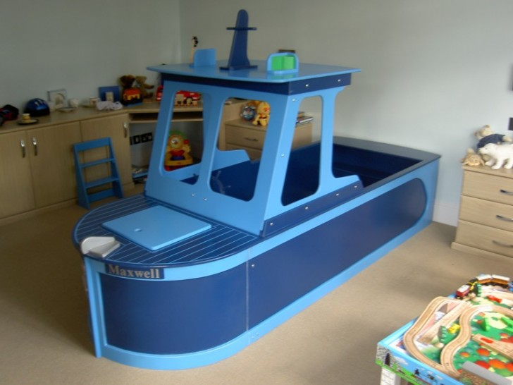 Bedroom , 10 Ultimate Boat Beds For Boys : fishing boat bed