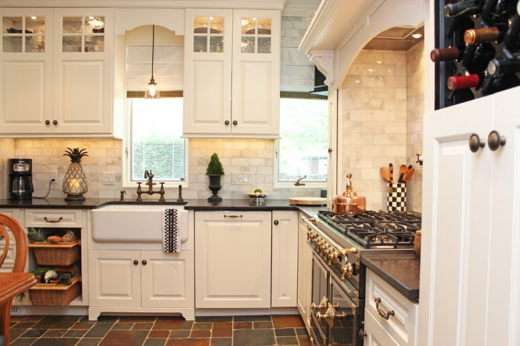 Kitchen , Cool  Traditional Kitchens And Cabinets Photo Inspirations : Lovely  Traditional Kitchens and Cabinets Photo Ideas