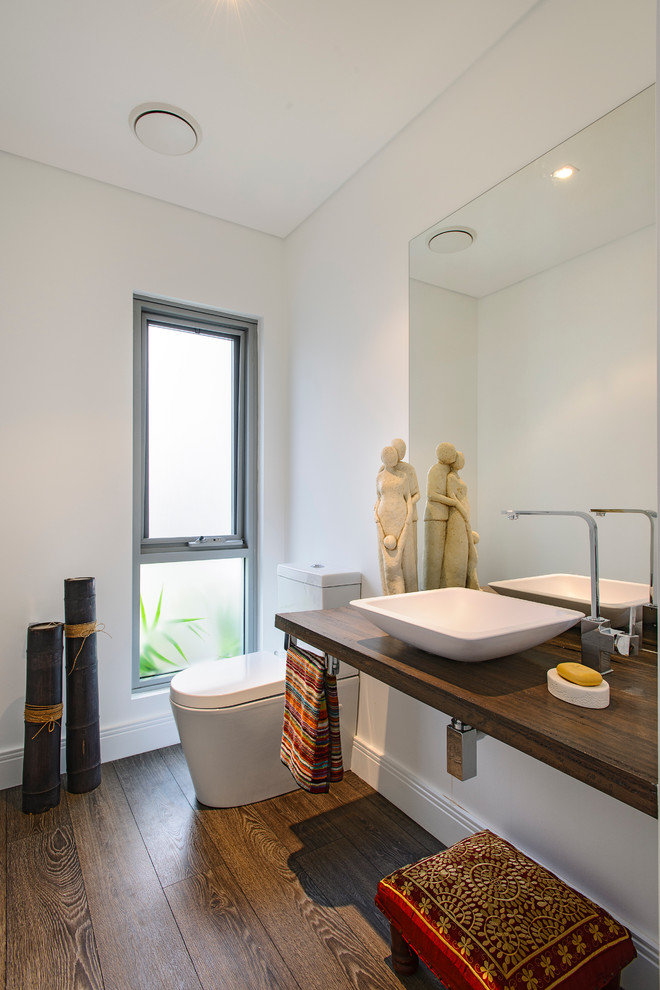 Small contemporary bathroom