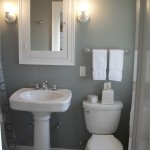 Wonderful  Traditional Small Bathrooms with Pedestal Sinks Photo Ideas , Fabulous  Traditional Small Bathrooms With Pedestal Sinks Picute In Bathroom Category